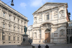 Piazza San Fedele i Milan, Italien Royaltyfri Foto