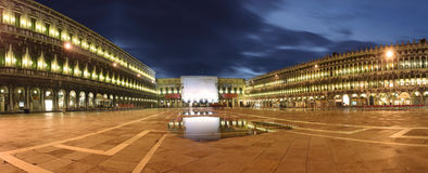 piazza san fyrkantiga venice för italy marcmarco o Arkivfoto