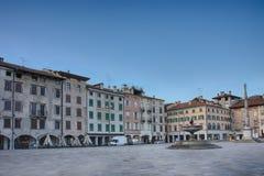 Piazza San Giacomo in Udine, Italië, zonsopgangtijd Stock Foto