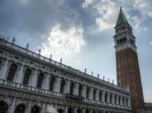 Piazza San Marco à Venise avec le nuage photos stock