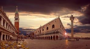 Piazza San Marco bij zonsopgang royalty-vrije stock foto's