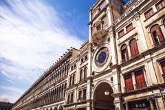 Piazza San Marco con la basilica di St Mark ed il campanile di St Mark & di x27; campanile di s Fotografie Stock Libere da Diritti