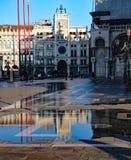 Piazza San Marco di Venezia Italia ad alta marea che è restringente e Fotografie Stock Libere da Diritti