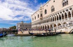 Piazza San Marco, het Paleis van de Doge in Venetië stock foto