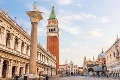 Piazza San Marco, Kolom van San Teodoro, Nationale Bibliotheek, het Paleis van de Doge en St de Basiliek van het Teken, Venetië royalty-vrije stock foto's