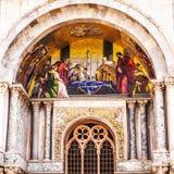 Piazza San Marco met de Basiliek van het Teken van Heilige en de klokketoren van St Campanile van het Teken Stock Foto