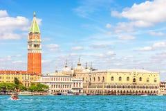 Piazza San Marco och doges slott, sikt från lagun, Venedig arkivbild