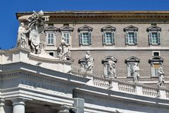 Piazza San Pietro dziękuje dużo które oczekują jego obecność od kwadrata dokąd stawiający czoło St Peter ` s kwadrat, Pope Franci zdjęcia stock