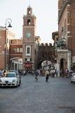 Piazza Trento Trieste i Ferrara, Italien Kvadrera i den historiska mitten av Ferrara, ett möteställe av medborgarskap och turiste arkivfoton
