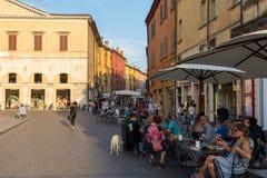 Piazza Trento Trieste i Ferrara, Italien Kvadrera i den historiska mitten av Ferrara, ett möteställe av medborgarskap och turiste royaltyfri foto