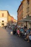 Piazza Trento Trieste i Ferrara, Italien Kvadrera i den historiska mitten av Ferrara, ett möteställe av medborgarskap och turiste arkivfoto