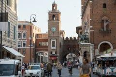 Piazza Trento Trieste i Ferrara, Italien Kvadrera i den historiska mitten av Ferrara, ett möteställe av medborgarskap och turiste arkivbild