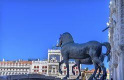 Piazza Venedig Italien för basilika för hästSt Mark ` s Arkivbild