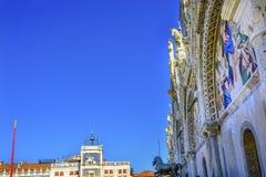 Piazza Venedig Italien för basilika för hästSt Mark ` s mosaisk Royaltyfri Bild