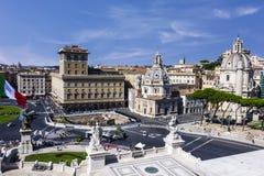 Piazza Venezia, basilika Ulpia, kolonn för Trajan ` s och Santa Maria di Loreto i Rome arkivfoto