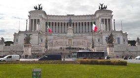 Piazza Venezia is de centrale hub van Rome, Italië stock video