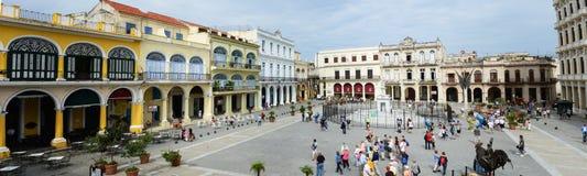 Piazza Vieja mit seinen vielen vor kurzem wieder hergestellten Kolonialbauten Lizenzfreie Stockfotos