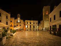 Piazza Vittorio Emanuele II in Polignano een Merrie royalty-vrije stock afbeeldingen