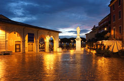 Piazza w Desenzano Malvezzi Del Garda obrazy stock