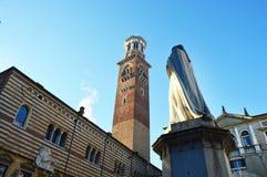 PiazzadeiSignori i Verona, Italien Arkivbild