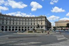 Piazzadella Republica, Fontana delle Naiadi i Rome Arkivbilder