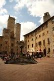 PiazzadellaCisterna i San Gimignano (Italien) Arkivfoton