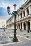 PiazzaSan Marco detalj av lampan - Venedig - Italien royaltyfria bilder