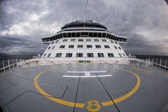 Piazzola di eliporto sulla piattaforma superiore della nave fotografia stock