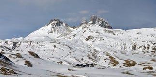 Pic du Midi d'Ossau in de winter van Portalet-col. stock fotografie