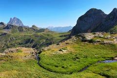 Pic du Midi d Ossau do platô de Anayet no espanhol Pyrenees, Espanha fotografia de stock royalty free