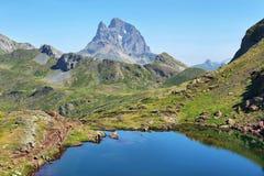 Pic du Midi d Ossau von Anayet-Hochebene auf spanisch Pyrenäen, Spanien lizenzfreie stockfotografie