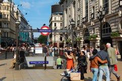 Picadilly马戏的人们在伦敦 库存照片
