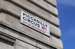 picadilly马戏的地标标志在伦敦 免版税图库摄影