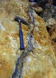 Picareta Geological e veia hidrotermal Imagem de Stock Royalty Free