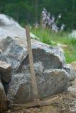 Picareta no jardim de rocha ajardinado Imagens de Stock Royalty Free