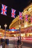 Piccadilly cirkus i London, UK, på natten Arkivfoto
