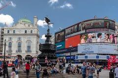 Piccadilly cirkus London England Arkivfoto