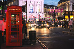 Piccadilly cirkus på natten, London Royaltyfri Bild