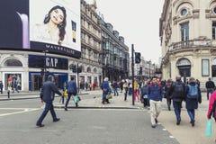 Piccadilly cirkus, trafikföreningspunkt och viktig shopping, underhållningområde i det västra slutet, stad av Westminster, London arkivfoton