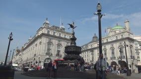 Piccadilly cirkusbild med gå för gata och för folk för driftstopptrafik fullsatt arkivfilmer