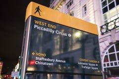 22, 2016 Piccadilly cyrka znak LONDYN Anglia, Zjednoczone Królestwo, LUTY - Obraz Stock