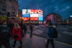 Piccadilly-Zirkus an der Dämmerung lizenzfreies stockfoto