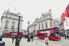 Piccadilly-Zirkus, Verkehrsknotenpunkt und bedeutendes Einkaufen, Unterhaltungsbereich im West End, die City of Westminster, Lond Lizenzfreie Stockfotos
