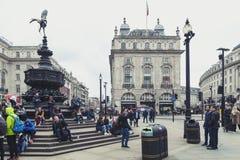 Piccadilly-Zirkus, Verkehrsknotenpunkt und bedeutendes Einkaufen, Unterhaltungsbereich im West End, die City of Westminster, Lond Lizenzfreies Stockfoto
