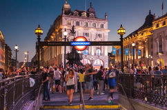 Piccadillycircus in nacht Londen Stock Foto's