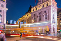 Piccadillycircus in nacht Londen Stock Fotografie