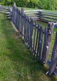 Picchetto o impallidire il recinto di ferrovia Ridge Parkway blu, la Virginia, U.S.A. Immagini Stock