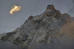 Picchi della catena montuosa di Aiguilles e foresta verde Chamonix-Mont-Blanc, Francia Immagine Stock Libera da Diritti