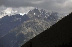 Picchi della catena montuosa di Kazbegi Fotografia Stock