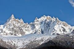 Picchi della montagna con cielo blu libero Fotografie Stock